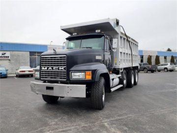 1997 MACK CL713